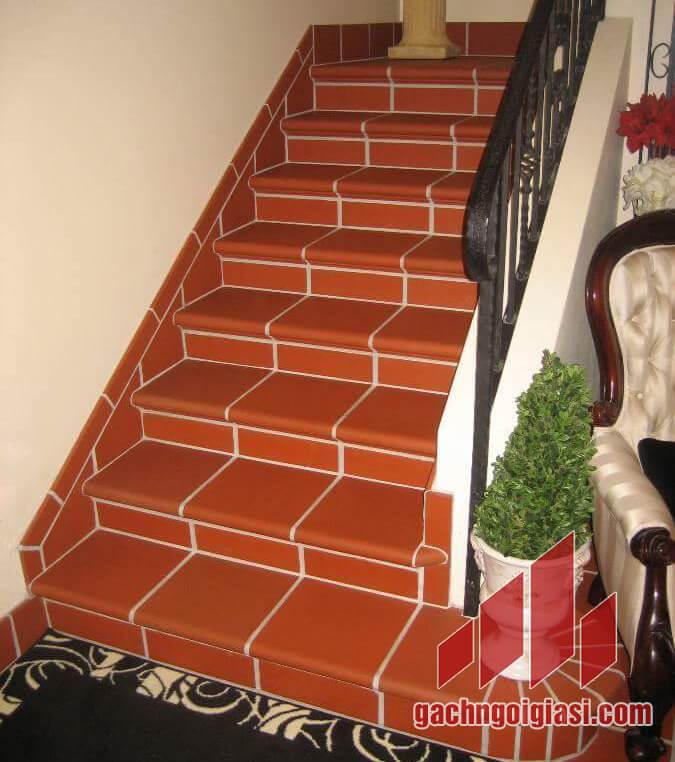 Gạch tàu bậc thềm